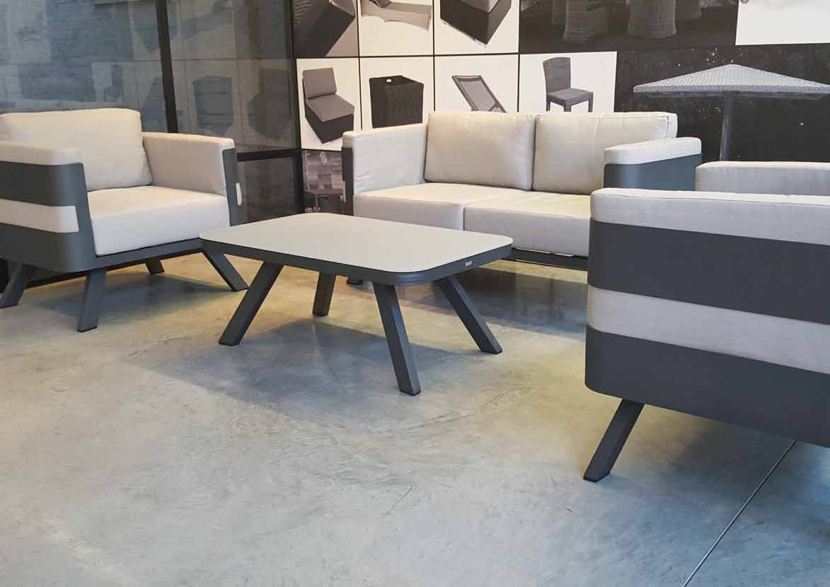 Mobilier ext rieur gescova enderlin stores et receptions for Location mobilier exterieur