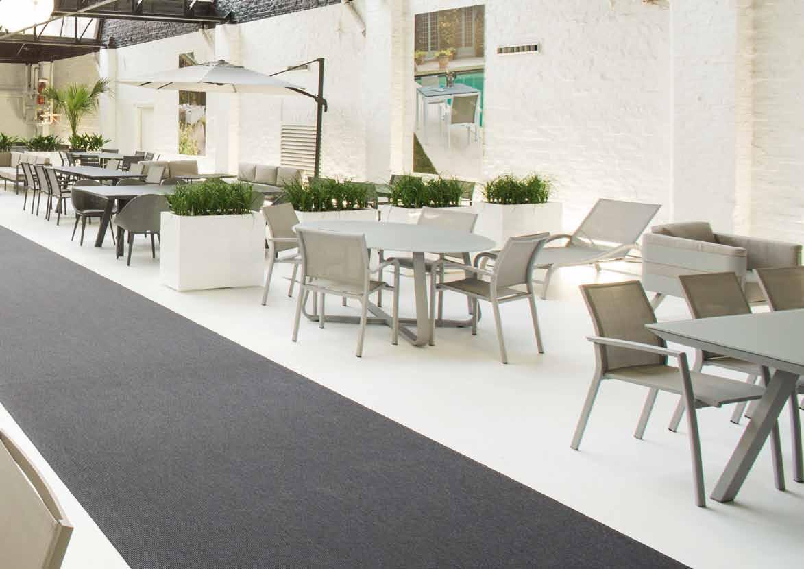 Mobilier ext rieur gescova enderlin stores et receptions for Location mobilier exterieur